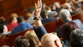 Минималните заплати на депутатите минаха 3500 лева