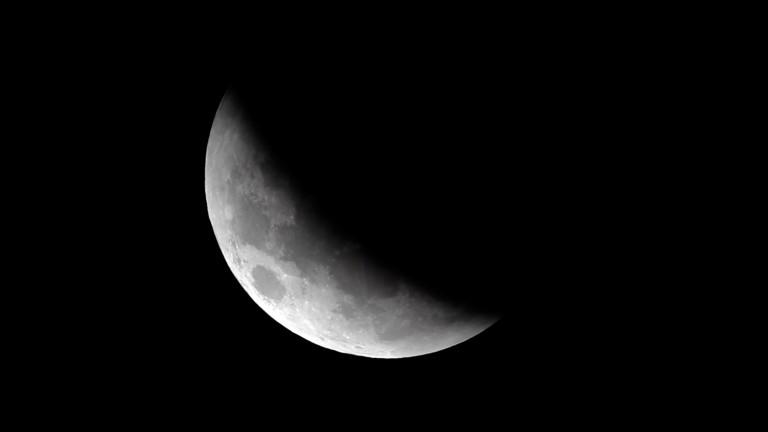 Индия планира да кацне на южния полюс на Луната през