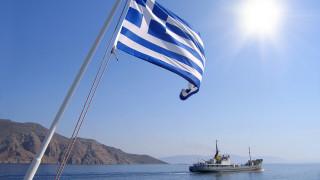Гърция строи плаваща ограда в морето, за да спира бежанците