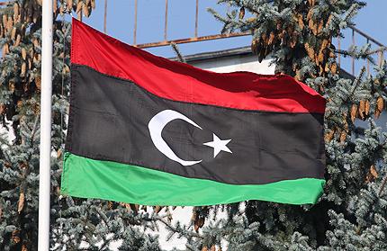 Хиляди либийци атакували ПНС със самоделки