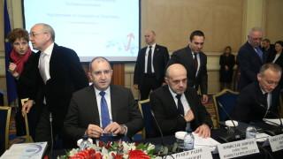 Дончев призна, че институционалният модел у нас не е десен
