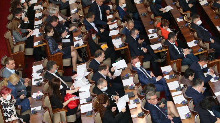 Депутатите се събират извънредно за ветото на президента