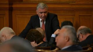 БСП потърси подкрепа от ДСБ-депутатите за вота си на недоверие към кабинета