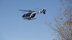 Спецчасти и хеликоптери гонят въоръжен мъж в южна Франция