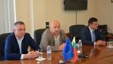 Министър Кралев обеща съдействие за  изграждането на нов физкултурен салон във Вълчи дол
