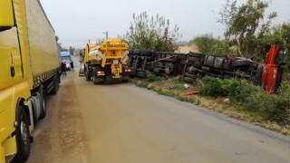 Катастрофа между пътнически бус и два тира по пътя Русе-Търново