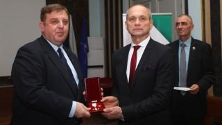 Каракачанов: Речта на Радев е война на институциите