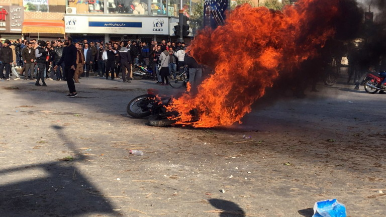 """Най-малко 304 убити при протестите в Иран според """"Амнести"""""""