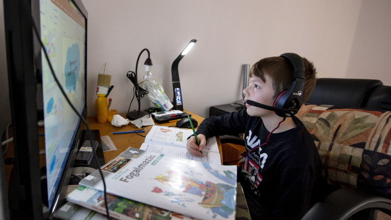 Как родителите да гледат без болничен здраво дете до 12 г., ако то е под карантина