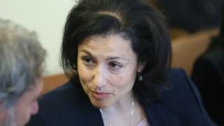 Десислава Танева предупреди за проверки на 14 проекта за басейни и джакузита