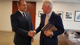 Румен Радев покани и Бил Клинтън да посети България