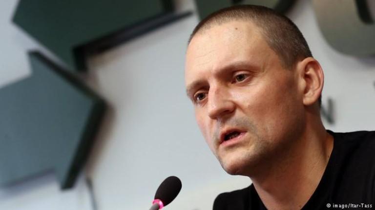 Руският опозиционер Сергей Удалцов, който обяви суха гладна стачка, е