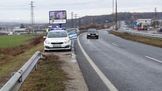 Камион и лека кола катастрофираха край Девня