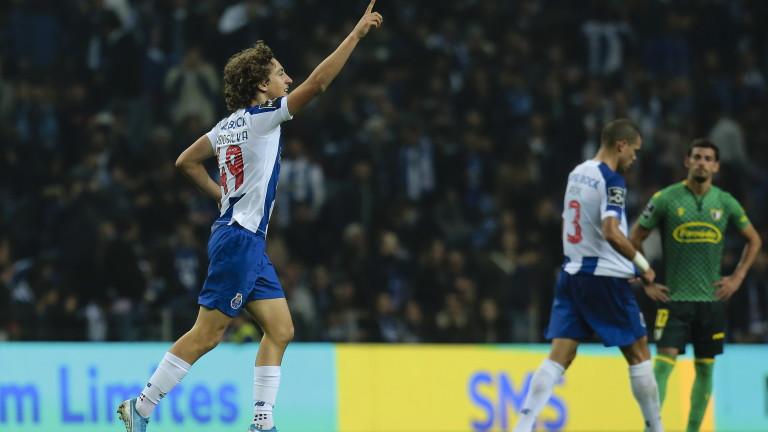 Младият нападател Фабио Силва подписа нов договор с Порто. Откупната