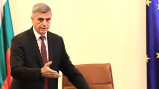 Янев обеща до дни мерки за стабилизация на цената на тока