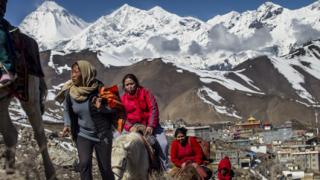 67 са загиналите при труса в Непал чужденци, над 100 са в неизвестност