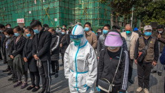 """Китай замлъкна за три минути в памет на """"мъчениците"""" на коронавируса"""