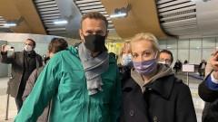 Навални се върна в Москва, арестуваха го минути по-късно