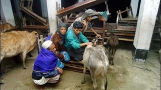 Мощен циклон бушува по южните брегове на Бангладеш