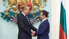"""Президентът удостои посланика на Косово с орден """"Мадарски конник"""" втора степен"""