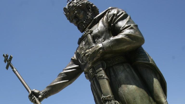 """Проф. Овчаров предупреждава за """"подпъхнати"""" от македонистите тези"""