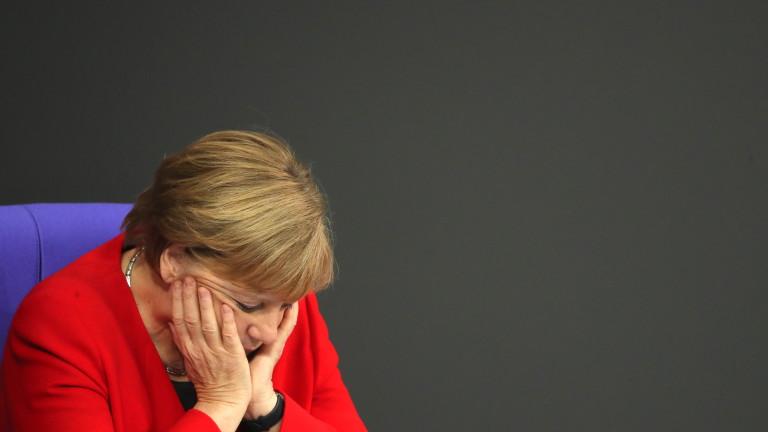 Меркел се спъна и падна на конференция