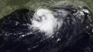 """Атлантика """"изпраща"""" нова буря към Африка"""