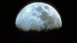 Учени опровергават предположението за лед на Луната