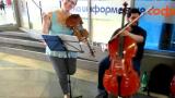 """Каролина от """"МаsterChef"""" стана уличен музикант"""
