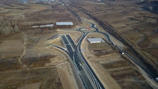 """Кадри от въздуха на новите 24 км от """"Струма"""" между Кресна и Сандански"""