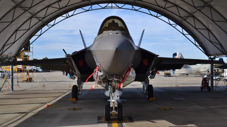 Военна мегасделка: САЩ продава изтребители и дронове на ОАЕ за $24 милиарда