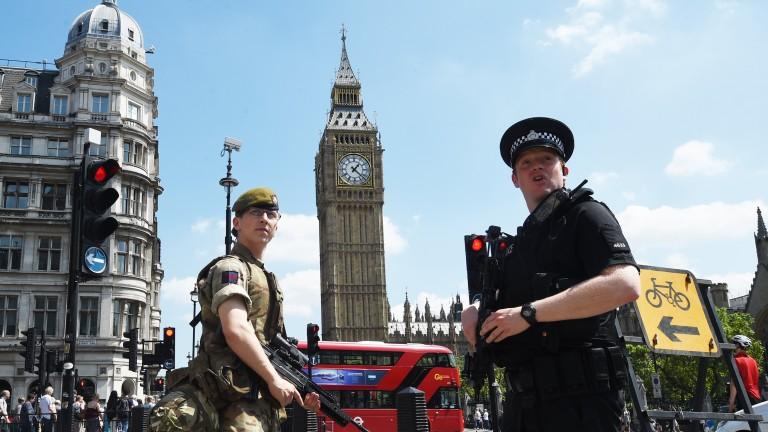 Повече от 130 имами отказват да погребат атентаторите от Лондон