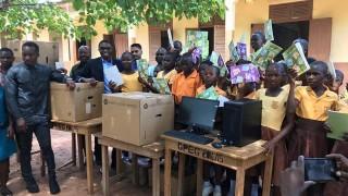 Учителят от Гана вече не преподава на черна дъска