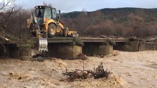 Хора и животни са евакуирани в няколко радомирски села