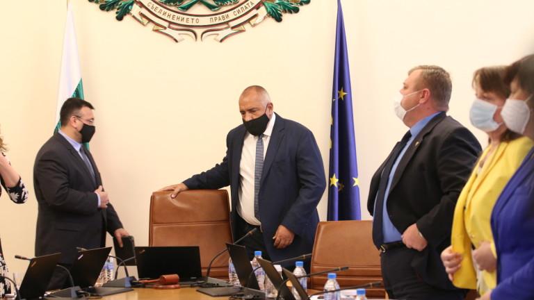 Премиерът Бойко Борисов недоумява необходимо ли е със заповед да
