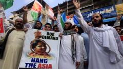 Адвокатът на оправданата християнка в Пакистан избяга от страната
