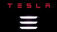 """Мъск публикува снимки с най-новия автомобил на """"Тесла"""""""