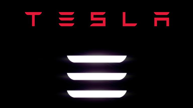 Adidas заплаши със съд Tesla заради трите чертички