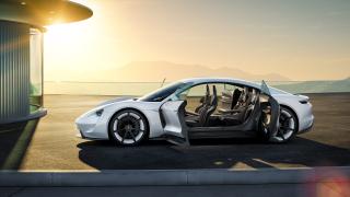 Porsche се изправя срещу Tesla с луксозен електрически суперавтомобил (СНИМКИ)