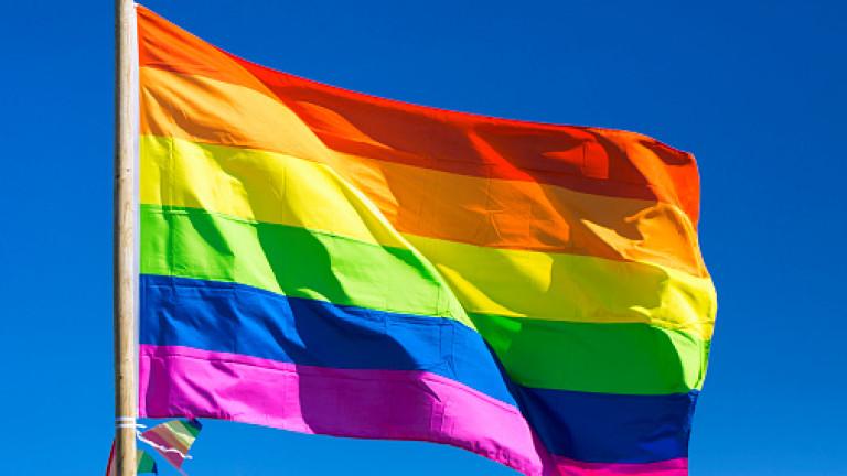 В Санкт Петербург нападнаха с лютиви спрейове участници в гей акция