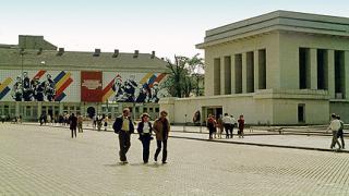 Превръщат стар бункер в копие на мавзолея на Димитров