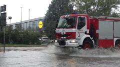 Проливен дъжд наводни улиците на Хасково