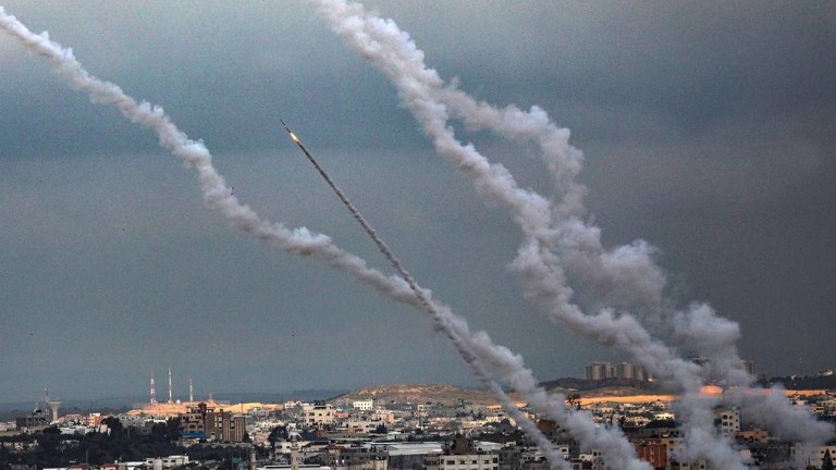 Израелски изтребители и хеликоптери атакуваха военните съоръжения на Хамас в