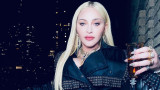 Мадона отново със селфи и отново гола