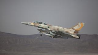 """Израел удари палестинска база в Ливан и """"Хамас"""" в Газа"""