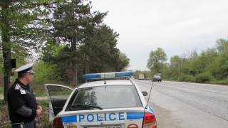 Жена нападна полицаи в Нова Загора, а съпругът й се опита да ги прегази