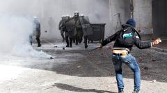 Гръцки студенти влязоха в сблъсъци с полицията в центъра на Атина