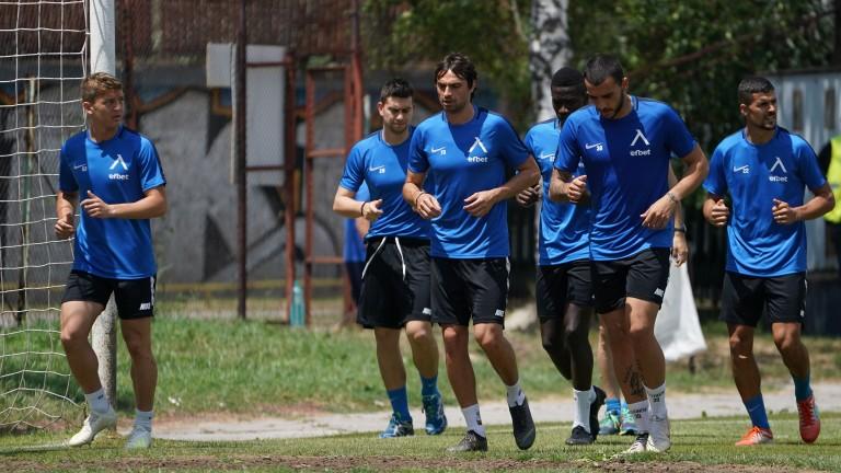 Седем нови футболисти тренират с Левски