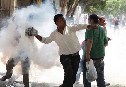 Протестиращите в Египет не искат и новия премиер