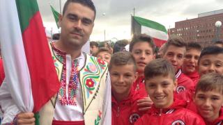 Локо (София) организира наддаване за футболна фланелка с автографи на световни футболисти